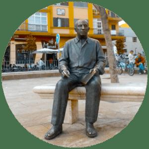 estatua picasso
